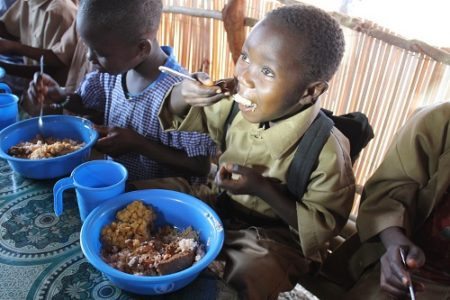 Children-receiving-school-meals-provided-by-WFP-in-Fria4